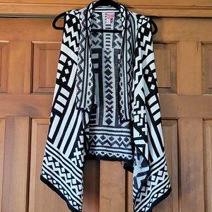 Soft geometric sleeveless waterfall cardigan